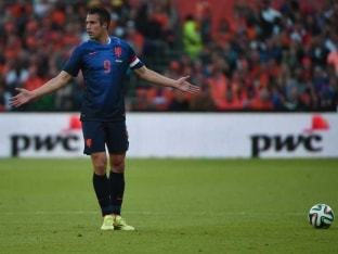 FIFA World Cup: Van Persie Injury Scare Taints Dutch Win in Friendly