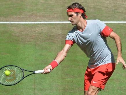 Roger Federer Wins Opener at Halle
