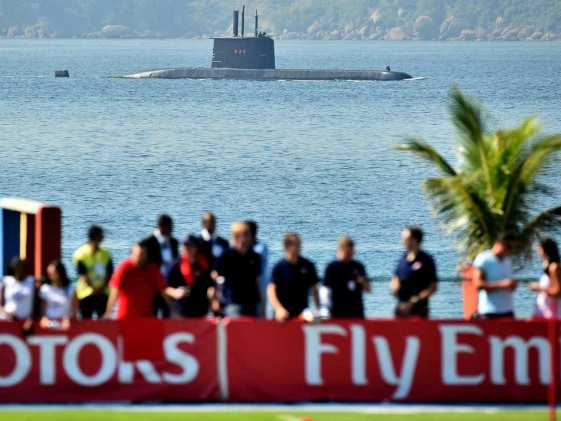FIFA World Cup: Submarine, Minesweeper Guard England Players