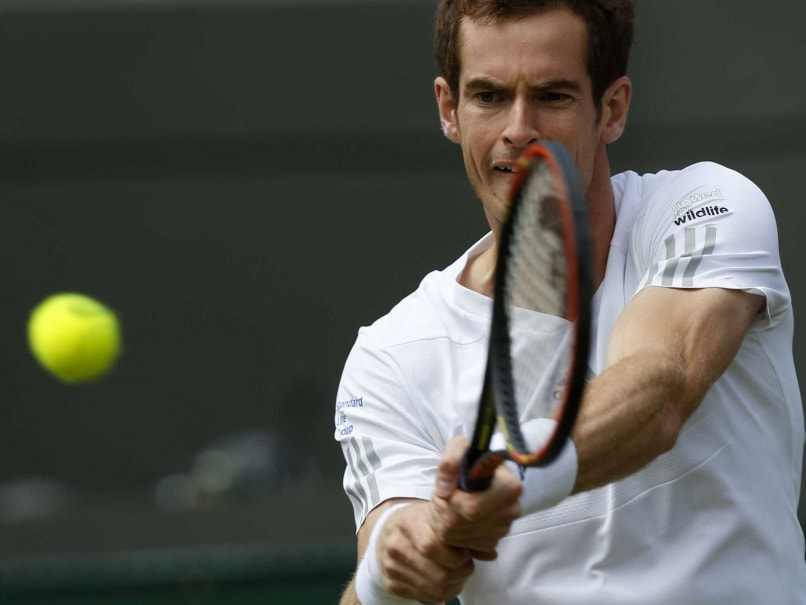 Defending Champion Andy Murray Sails into Wimbledon Third Round