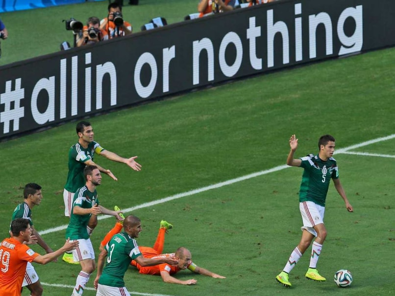World Cup 2014: Arjen Robben Escapes Penalty After 'Admitting' to False Dive