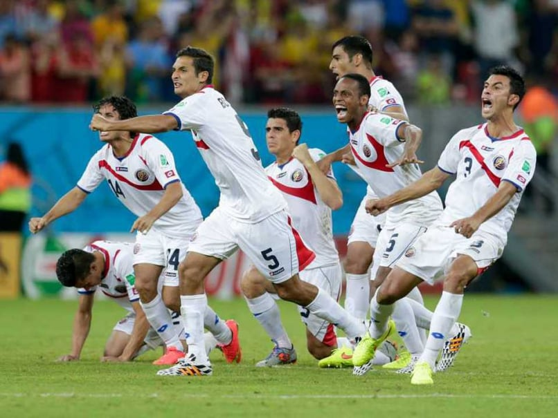 With a Lunge and a Parry, a Goalkeeper Helps Costa Rica Advance