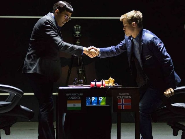 Viswanathan Anand Tastes First Defeat vs Magnus Carlsen in World Chess Championship