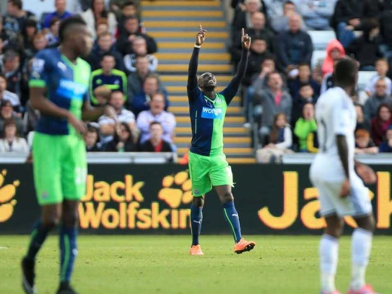 EPL: Papiss Cisse Earns Newcastle 2-2 Draw vs Swansea City, Relief for Alan Pardew