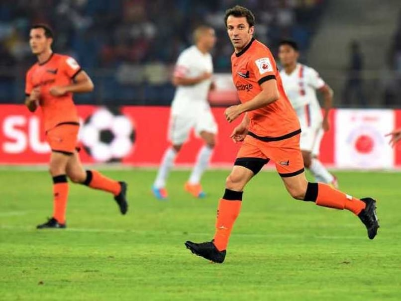 ISL: Delhi Dynamos Take on Chennaiyin FC