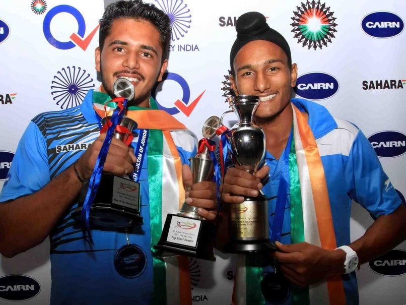 Victorious U-21 Indian Hockey Players Return Home to Rousing Welcome