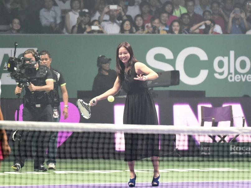 Li Na Opens WTA Finals in Singapore