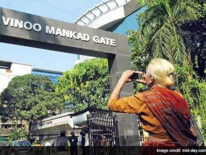 Cricket Legends Make Way for BJP Leaders at Wankhede Gates