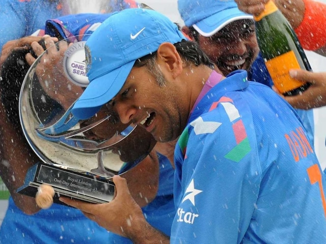 Mahendra Singh Dhoni Wants India to Learn From England Experience