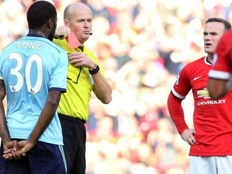 EPL: Louis Van Gaal Unconcerned by Wayne Rooney's Red Card