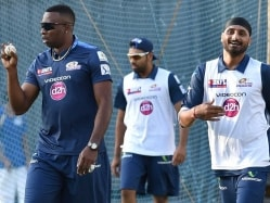 Indian Premier League: Mumbai Indians Practice Gathers Pace as Bowling Coach Shane Bond Arrives