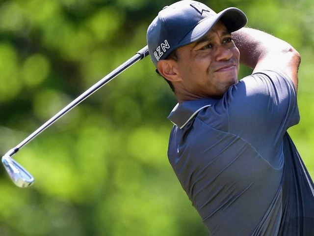 Tiger Woods Grabs Share of Lead at Wyndham