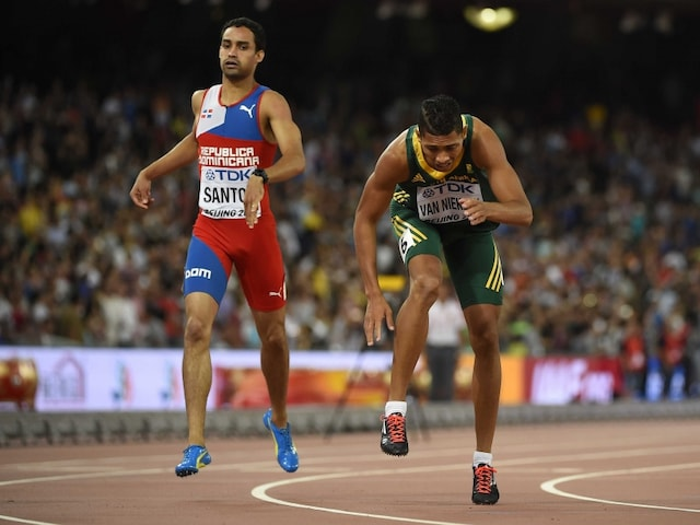Wayde van Niekerk Collapses After Winning 400m at World Athletics