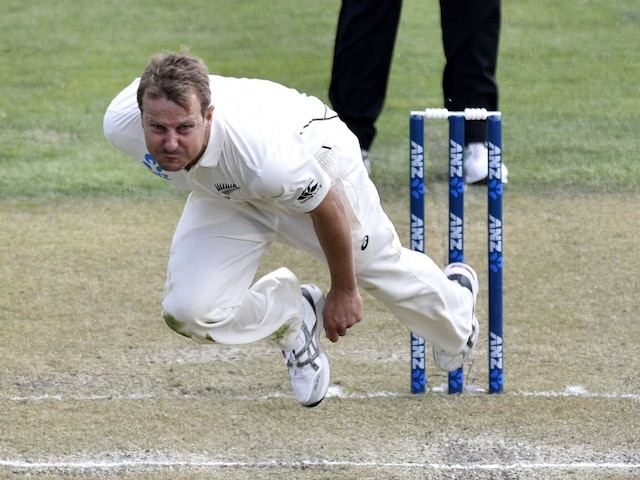 New Zealand Fast Bowler Neil Wagner Clocks 160 kmph, But is Floored by a Bird
