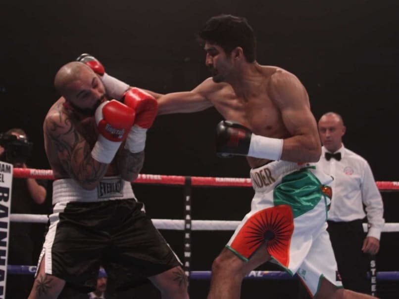 Vijender Singh Knocks Out Samet Hyuseinov to Complete Hattrick of Wins in Pro Boxing