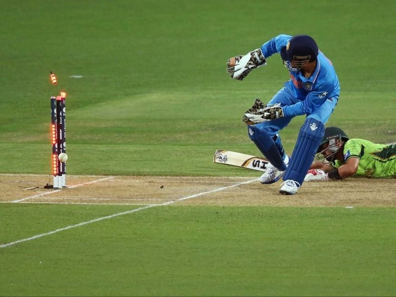 M.S. Dhoni Fails to Collect 'Souvenir' Stump After ... Ms Dhoni Wicket Keeping Diving