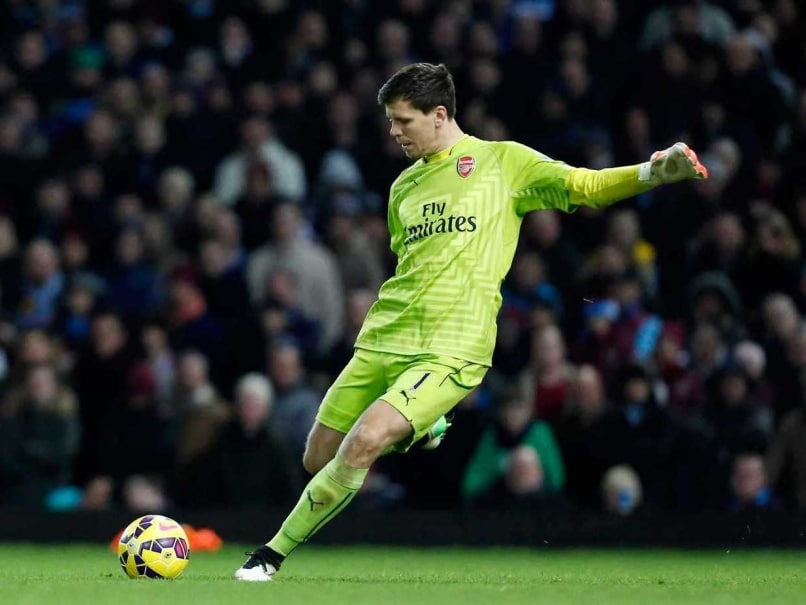Arsenal F.C Goalkeeper Wojciech Szczesny Fined for Smoking