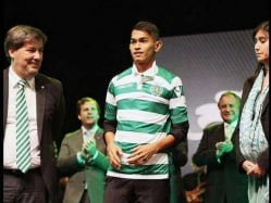 Ronaldo-Inspired Tsunami-Survivor Martunis Signs With Sporting Lisbon
