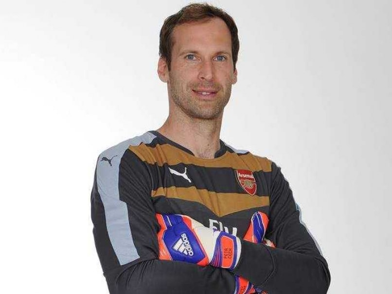 Chelsea Fans Threaten Petr Cech on Twitter After Arsenal Move