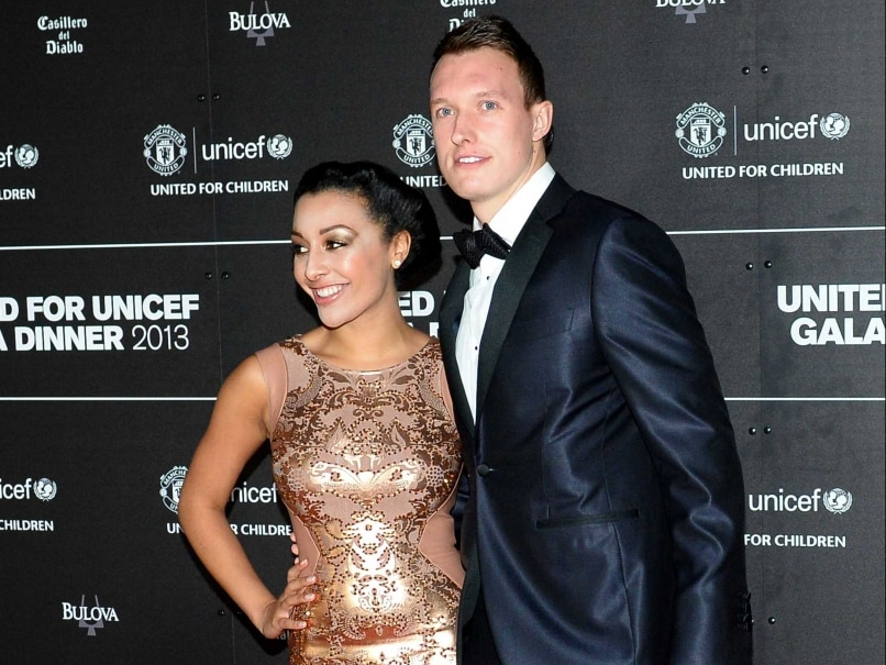 Phil Jones Extends Manchester United F.C. Contract