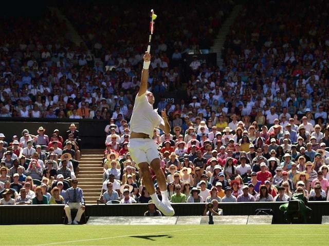 Wimbledon: Roger Federer Marches Into Second Round