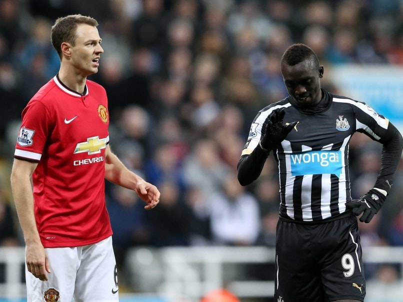 Papiss Cisse, Jonny Evans Banned Over Spitting Incident