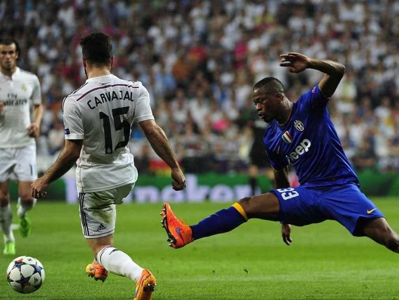Patrice Evra will Shake Luis Suarez
