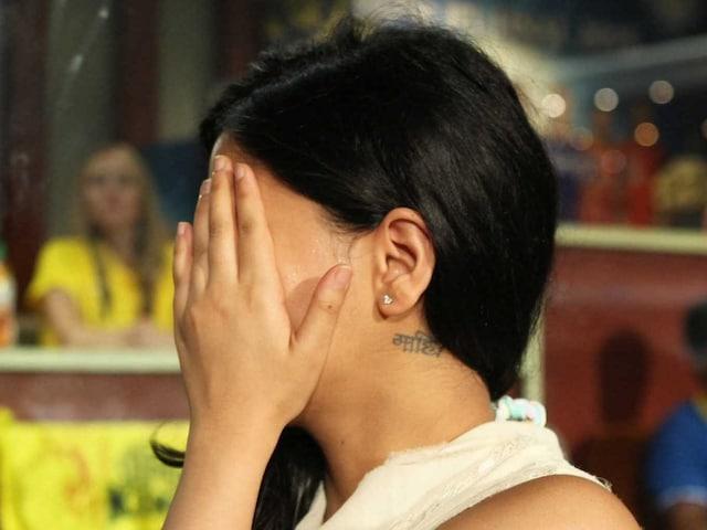 At IPL 2015 Final, Sakshi Dhoni Hides Face but Reveals Mahi Tattoo