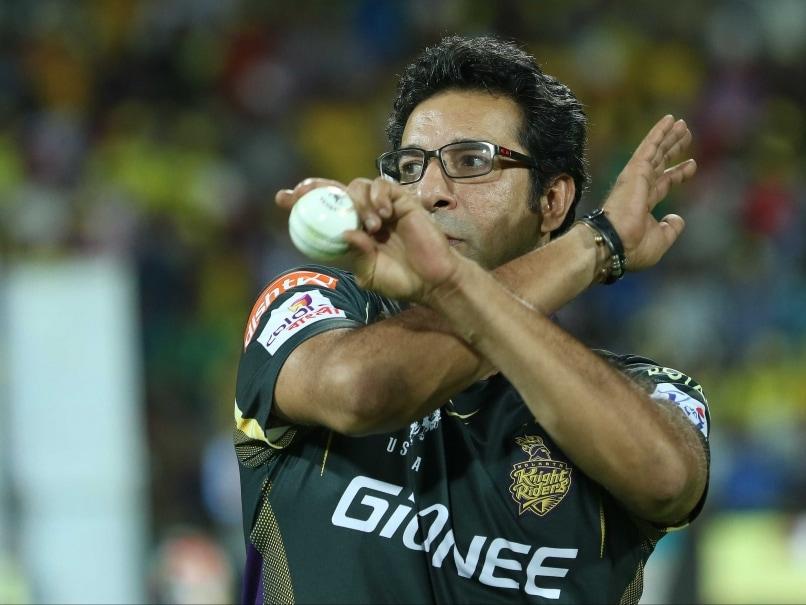 Wasim Akram Gives Bowling Classes to Arjun Tendulkar During IPL 2015