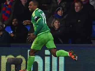 EPL: Jermain Defoe Takes Advantage of Defensive Howler to Stun Crystal Palace