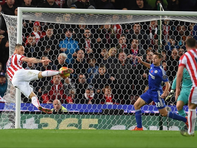 EPL: Stoke City Stun Chelsea, Jesse Lingard Lifts Manchester United