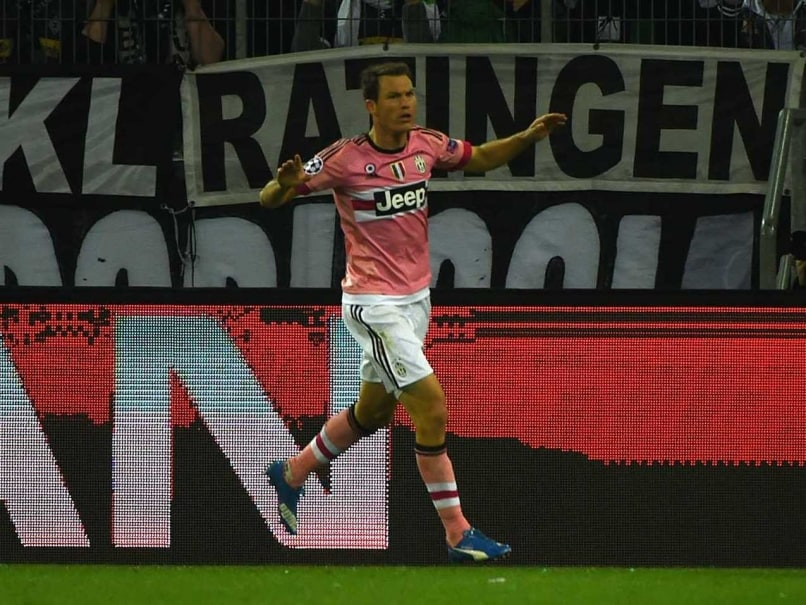 Stephan Lichtsteiner Nets on Return as Juventus Draw at Gladbach