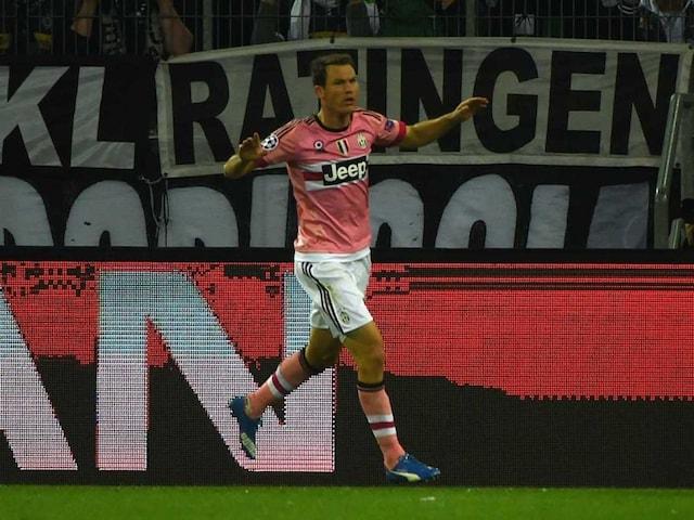 Stephan Lichtsteiner Nets on Return as Juventus Draw at Gladbach