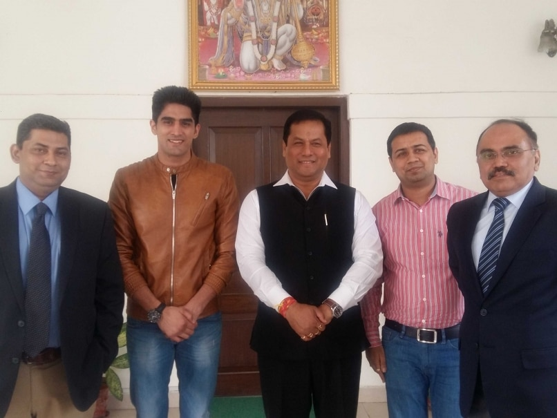Vijender Singh Discusses Prospects of Pro Boxing in India With Sports Minister Sarbananda Sonowal