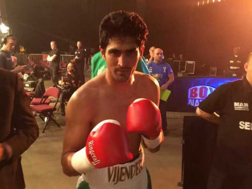 Vijender Singh Knocks Out Sonny Whiting to Start Professional Boxing Career With a Bang