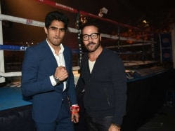 Vijender Witnesses First Live Professional Bout