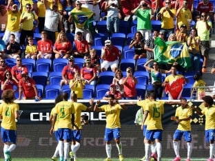Hulk Strikes to Lift Brazil 1-0 Over Costa Rica
