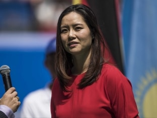 Li Na Thrills Fans As She Inaugurates New Tennis Stadium in Wuhan Open