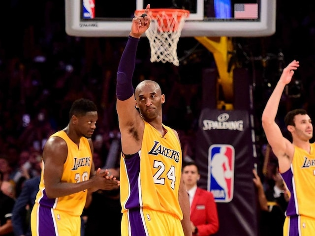 Kobe Bryant Ends Stunning NBA Career as Hollywood Claps