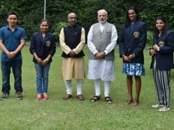 PM Narendra Modi Hosts PV Sindhu, Sakshi Malik And Other Sports Awardees