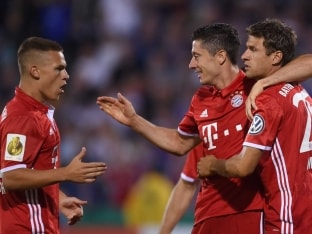 Robert Lewandowski Scores Hat-Trick as Bayern Munich Rout Werder Bremen in Opener