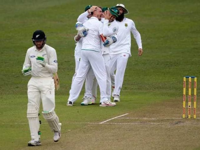 New Zealand Struggle Against Dale Steyn, Bad Light Halts Play on Second Day