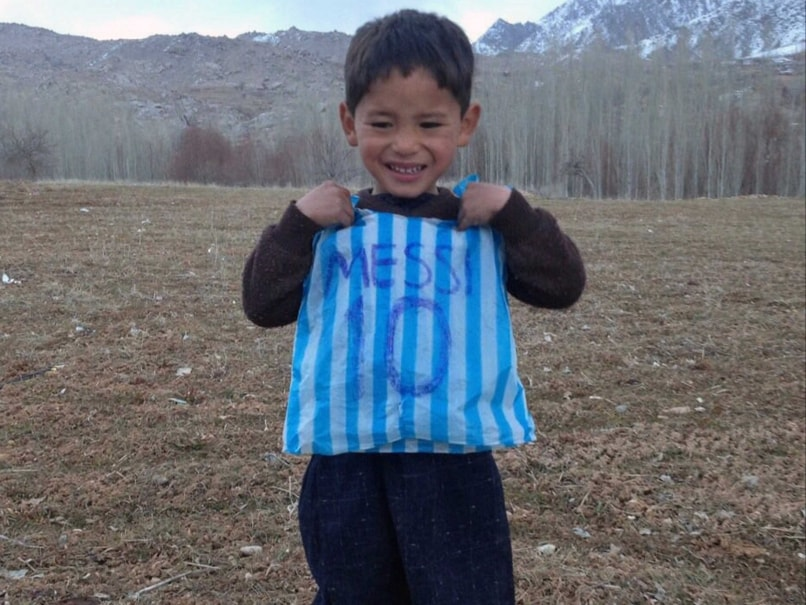20dc02258 Lionel Messi Seeks to Meet Afghan Boy in Plastic Bag Argentina Jersey