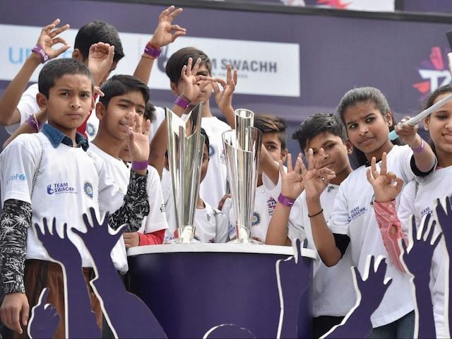 World Twenty20 Trophy Reaches Delhi in Yuvraj Singh, Pawan Negis Presence