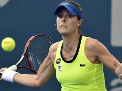 Alize Cornet Dominates Shaky Eugenie Bouchard to Win Hobart Title