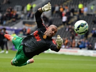 Manchester United F.C. Goalkeeper Victor Valdes Confirms Departure From Old Trafford