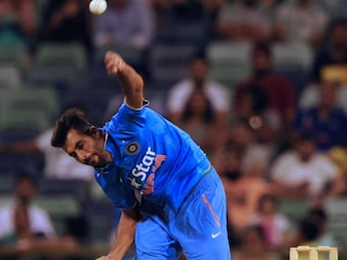 Barinder Sran, Jasprit Bumrah Help India Restrict Zimbabwe to 99/9 in Must-Win T20I