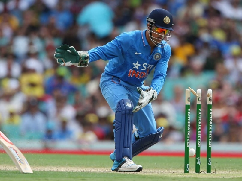 India vs Australia: 'File a Public Interest Litigation' to ... Ms Dhoni Wicket Keeping Diving