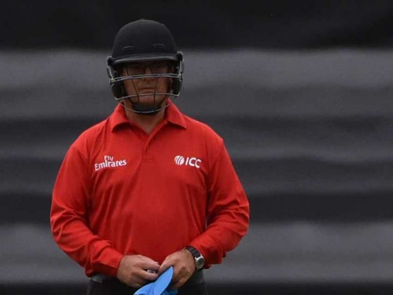 Canberra ODI vs India: Australian Umpire Wears Helmet to Ward Off Boundary Storm