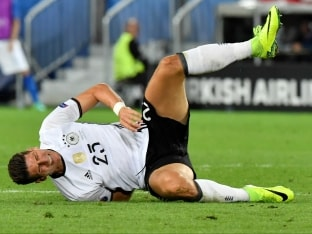 Germany's Mario Gomez Out of Euro 2016; Khedira, Schweinsteiger Doubtful